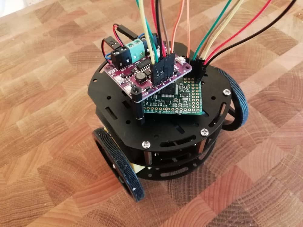 Using pyboard to control two DC motors